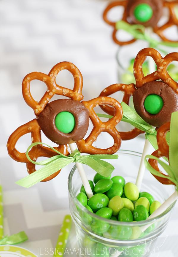 Shamrock pretzel pops