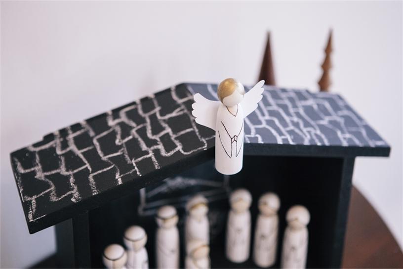 nativity-set-angel-roof